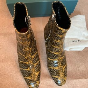 Aeyde leather ankle boots in python print